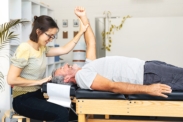The Smart Chiropractor What Does a Chiropractor Do